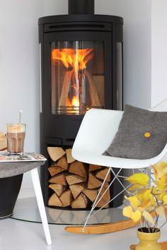 Home interior design Modern House Design, Modern Interior Design, Home Design, Design Ideas, Modern Log Burners, Modern Stoves, Corner Stove, Living Room Designs, Living Spaces
