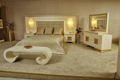 Ahşap kabartmalı muhteşem bir yatak odası ..