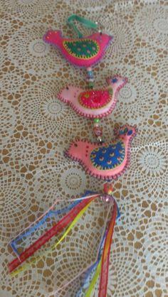 Vogeltjes hanger van vilt en stof.