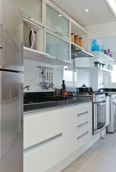 The Best 2019 Interior Design Trends - Interior Design Ideas Modern Kitchen Cabinets, Kitchen Interior, Kitchen Dining, Kitchen Decor, Green Design, Small Space Interior Design, Design Interior, Home Kitchens, Kitchen Remodel