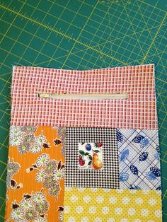 At the request of one of my Craftsy  students, here's a simple tutorial for making a zipped sleeve to fit any device.      I made mine to fi...