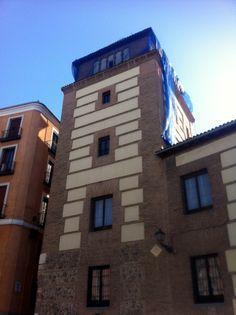 Publicamos  la casa torre de Lujanes, en la Plaza de la Villa, Madrid. #historia #turismo  http://www.rutasconhistoria.es/loc/casa-y-torre-de-los-lujanes