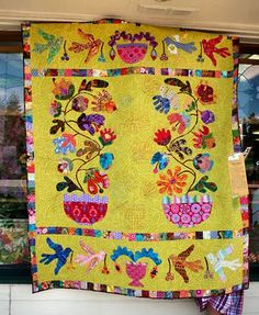 Flower Quilt Pictures from quilt show, no credits