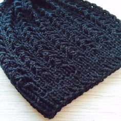 Olen vuosia sitten neulonut ystävälleni pipon Novitan vuoden 2009 ohjeella . Tuolloin neuloin pipon täysin ohjeiden mukaisella langalla. Nyt... Diy Crochet And Knitting, Beanie Hats, Beanies, Fun Projects, Knitted Hats, Inspiration, Accessories, Cowls, People