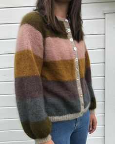 inspo for stripes - use a similar pattern Knit Cardigan Pattern, Sweater Knitting Patterns, Hand Knitting, Creative Knitting, How To Purl Knit, Vintage Sweaters, Bunt, Knitted Hats, Knitwear
