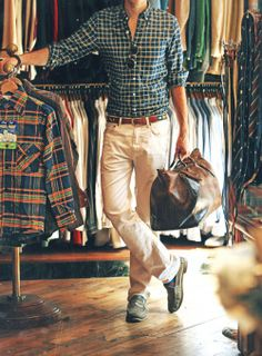 Love this preppy look and the fitted shirt tucked into somewhat fitted khakis is too cute. Street Look, Street Style, Stylish Men, Men Casual, Smart Casual, Casual Menswear, Comfy Casual, Casual Wear, Mode Cool