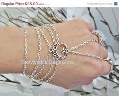 Ähnliche Artikel wie Sized Slave Bracelet, Bracelet Ring, Heart, Love Chain, Hand Chain, Hand Jewelry, Beach Jewelry, Bridesmaids Bracelets, Bridal Jewelry, Siz auf Etsy
