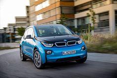В рамках научно-практического семинара BMW Innovation Days 2016 компания BMW представила обновленный электромобиль BMW i3.