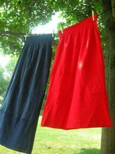 Easy T-shirt skirt tutorial #DIY, #crafts, #sewing