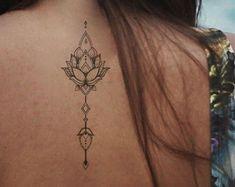 Lotus tattoo / nep tattoo vrouwelijke tatouage / tattoo bloemen boho vintage tattoo Fawaz Intl Tattoo Festival tattoo Lotus mandala