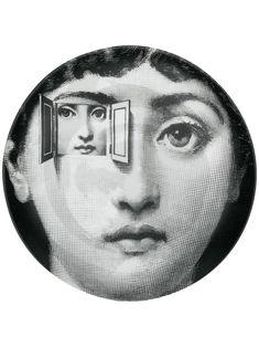 Fornasetti Tema e Variazioni wall plate - Black Suki Avatar, Piero Fornasetti, Porcelain Jewelry, Fine Porcelain, Surreal Art, Plates On Wall, Art Inspo, Decorative Accessories, Art Pieces