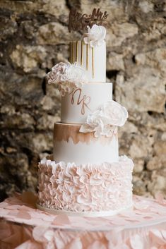 Wedding Cakes - why not bag this mind-blowing inspo, pin reference 2118154434 here. Blush Wedding Cakes, Big Wedding Cakes, Summer Wedding Cakes, Floral Wedding Cakes, Amazing Wedding Cakes, Wedding Cake Rustic, Elegant Wedding Cakes, Wedding Cake Designs, Elegant Cakes