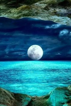 Ciel Nocturne, Shoot The Moon, Image Nature, Moon Art, Moon Moon, Blue Moon, Nature Pictures, Pictures Of Water, Full Moon Pictures
