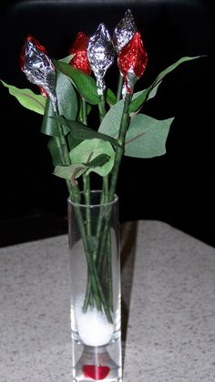 Rosebuds Made From Hershey Kisses See More Kiss Wedding Favors And Party Ideas At Www One Stop Favor Pinterest
