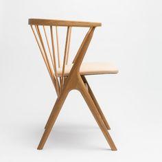 Sibast No 8 är den första stolen nylanserad av Sibast familjen. Den produceras i sin ursprungliga design från 1953 av Helge Sibast, farfar till den nya grundaren av Sibast Furniture. Helge Sibast design har sedan 1950-talet sålts runt om i världen.