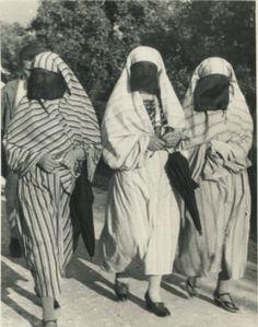 Muslim women's streetwear, © Museum of City of Sarajevo