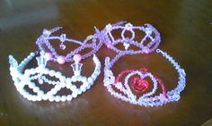 ビーズでティアラの作り方|ビーズ小物|ビーズ|アトリエ|手芸レシピ16,000件!みんなで作る手芸やハンドメイド作品、雑貨の作り方ポータル Head Accessories, Tiaras And Crowns, Toys For Girls, Wire Jewelry, Diy Room Decor, Diy And Crafts, Crochet Earrings, Projects To Try, Beads