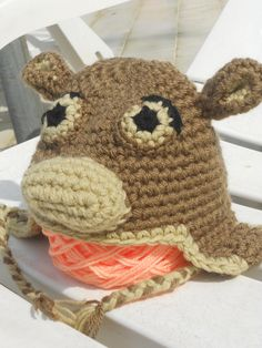 Cappellino a forma di scimmia realizzato all'uncinetto