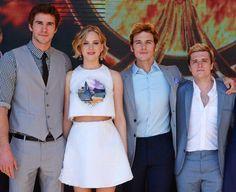 #Mockingjay casts Liam Hemsworth, Jennifer Lawrence, Sam Claflin, and Josh Hutcherson strike a pose at #Cannes2014