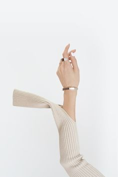 Photo (The Chic Department) Hand Photography, Jewelry Photography, Creative Photography, Fashion Photography, Jewelry Editorial, Minimal Jewelry, Moda Fashion, Photo Jewelry, The Chic