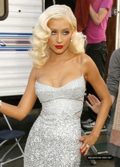Top 40 Most Beautiful Hair Looks of Christina Aguilera – Celebrities Female Mtv Movie Awards, Christina Aguilera Burlesque, Christina Aguilera Hair, Beautiful Christina, Blonde Hair Looks, Hollywood Celebrities, Famous Women, Up Girl, Down Hairstyles