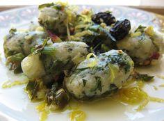Gnocchi di pane e tarassaco con cipolline novelle al profumo di limone (vegani)