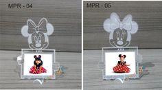 Linda lembrancinhas em um mini porta retrato., para fotos 3x4  Feita em acrilico,  Fazemos outros modelos e tamanhos , personalizados.   O preço sugerido é exclusivamente para este modelo.