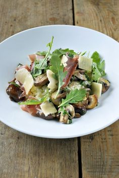 Risotto met bospaddenstoelen en rucola http://www.njam.tv/recepten/risotto-met-bospaddenstoelen-en-rucola