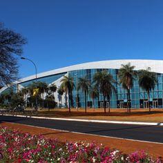 Centro de Convenções Ulisses Guimarães - Ocupa uma área total de 54 mil metros quadrados. Subdividido em alas, a Sul  é para montagem de exposições com 10,2 mil metros quadrados.