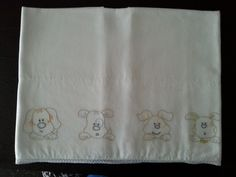 Outline of 4 dogs embroidery bedsheet