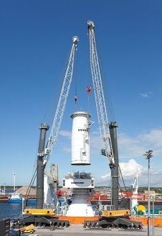 Liebherr - Harbour Mobile Cranes with Sycratronic in action
