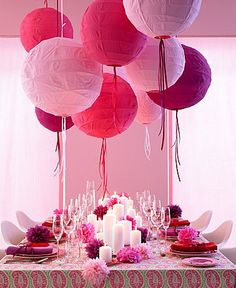 10 Hot Wedding Trends for Paper Lanterns. Paper Lanterns with Ribbon… Table Rose, Pink Table, Festival Decorations, Wedding Decorations, Wedding Centerpieces, Girl Birthday, Birthday Parties, Birthday Celebration, Birthday Ideas