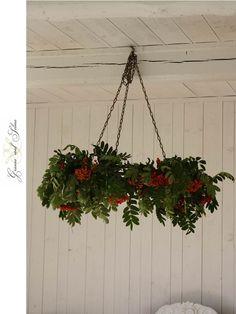 Granne med Selma - Blogg: Rönnbärskrona - del 1 | scandinavian rowanberry decoration/chandelier