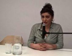 O rewolucji społecznej, demokratycznym i oddolnym zarządzaniu, wyzwoleniu kobiet i wychodzeniu poza ramy państwa narodowego mówiła dziś w Biennale Warszawa Dilar Dirik, Kurdyjka, działaczka Kurdyjskiego Ruchu Kobiet, doktorantka w dziedzinie socjologii na Uniwersytecie w Cambridge. – Gdybyśmy my, którzy tu jesteśmy na sali, mieszkali w Rożawie, w jednej okolicy, utworzylibyśmy lokalną radę i sami decydowalibyśmy o naszych sprawach – obrazowo tłumaczyła mówczyni. – Dyskutowalibyśmy o tym, jak…