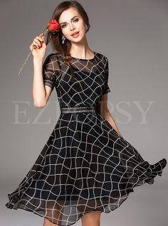 Black Geometric Short Sleeve Midi Dress - If I was still out in the corporate world, this would be a must have. Love delicate flow to it, yet classy look. And I always love black. Plaid Dress, Dress Skirt, Dress Up, Casual Formal Dresses, Short Dresses, Dress Formal, Rockabilly Vintage, Idda Van Munster, Vintage Mode