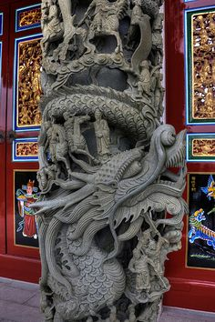 Dragon - Carved pillar at the A-Ma temple in Macau