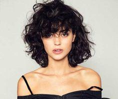 Elegant Bob hairstyles for thick hair - hair styles for short hair Curly Hair Cuts, Wavy Hair, Curly Hair Styles, Curly Bob Bangs, Curly Bob With Fringe, Thick Hair, Short Bangs, Curls Hair, Short Wavy