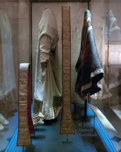 11-12 в. Appareled Alb Vestments of St. Thomas Becket, Treasury of Sens Cathedral