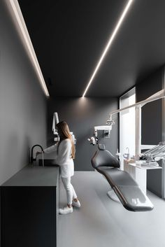 A dental clinic makes an unlikely case for minimal design - News - Frameweb Dental Office Decor, Medical Office Design, Clinic Interior Design, Clinic Design, Schönheitssalon Design, Design Color, Design Ideas, Dentist Clinic, Cabinet Medical