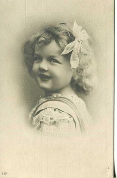 http://www.ebay.com/itm/1910-Germany-postcard-REAL-PHOTO-VINTAGE-A-PORTRET-OF-LITTEL-GIRL-/281982276917