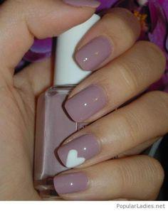 light-purple-nail-polish-with-a-sweet-white-heart