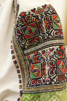 Буковина Folk Embroidery, Learn Embroidery, Embroidery Stitches, Embroidery Patterns, Folk Fashion, Ethnic Fashion, Vintage Couture, Folk Costume, Star Patterns