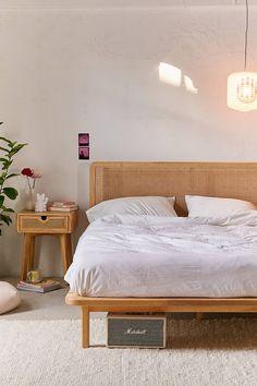 minimalist organic bedroom ideas minimalist//bedroom ideas//bedroom decor//room decor//home decor//living room // home hacks//home remedies Bedroom Furniture, Home Furniture, Bedroom Decor, Decor Room, Wooden Furniture, Furniture Design, Fall Bedroom, Bedding Decor, Boho Bedding