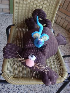 Beautiful Handmade Cat Doll and pillows. Sewing Toys, Sewing Crafts, Sewing Projects, Pet Toys, Doll Toys, Dolls, Fabric Toys, Fabric Crafts, Softies