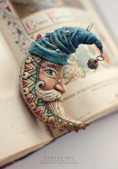 Fotos de Nadine Pau - masks, dolls and ornaments. Diy Clay, Clay Crafts, Polymer Clay Art, Polymer Clay Jewelry, Christmas Toys, Christmas Ornaments, Christmas Themes, Xmas, Biscuit