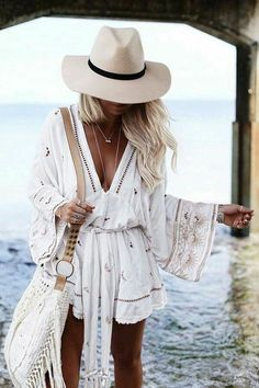 Summer vibes | Playsuit | Summer hat | Beach | Inspo | More on fashionchick.nl