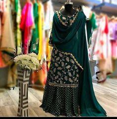 Dress Indian Style, Indian Fashion Dresses, Indian Designer Outfits, Indian Outfits, Fashion Designer, Sharara Designs, Kurti Designs Party Wear, Pakistani Dresses Casual, Pakistani Dress Design