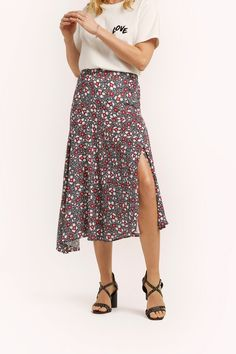 REBECCA MINKOFF Reiana Skirt. #rebeccaminkoff #cloth Clothes For Sale, Clothes For Women, German Fashion, Printed Maxi Skirts, Dress Me Up, Black Print, World Of Fashion, Rebecca Minkoff, Hemline