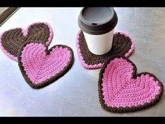 crochet heart in half-rounds? By mintyfresh in Rav pub here: Crochet Today! Crochet Kitchen, Crochet Home, Love Crochet, Crochet Gifts, Hand Crochet, Crochet Flowers, Crochet Hearts, Crochet Potholders, Crochet Squares