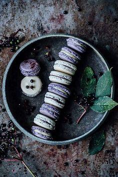 Macarons variations: blueberry-vanllia & vanilla-elderberry